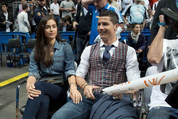 Cristiano Ronaldo vai com a namorada ao jogo de basquete na Espanha - http://celegram.com.br/cristiano-ronaldo-vai-com-a-namorada-ao-jogo-de-basquete-na-espanha/