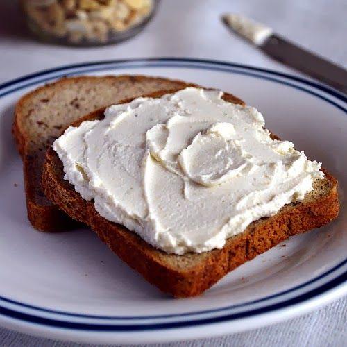 Сливочный сыр из кешью с чесноком и зеленью
