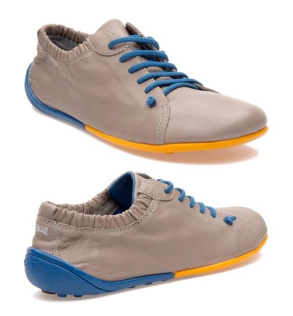 A prova de que a cor às vezes faz toda diferença. O sapato não é bonito, mas a cor o deixa bonito!  http://www.camper.com/en/eshop/producto.xhtml?option=21183-015: Clogs, Campers,  Geta,  Sabot,  Patten