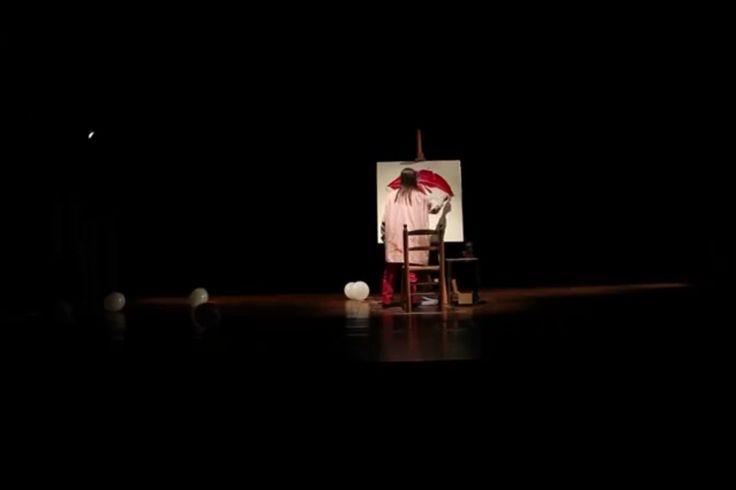 #doloresputhod live durante la coreografia di simona proserpio. Fotografia di #paolovolontè #federicoangi compagnia teatrale #lenuoveproposte #cirimido #teatrosangiovannibosco film realizzato per i #MDdoloresputhod da #SCAdirector