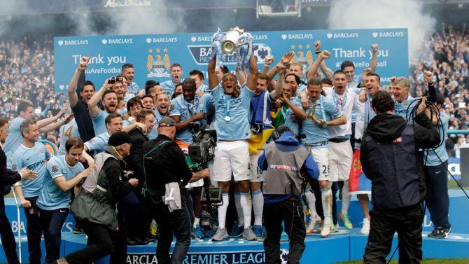"""Kompany: """"Nog veel titels en trofeeën winnen met City"""""""