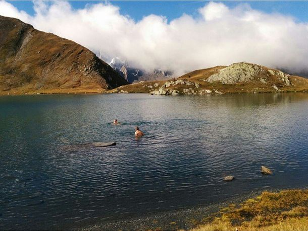 Taking a dip at 2500m at Lac de Fenêtre not far from #Verbier. #Switzerland #Swimming #Lac #swim #Alpine #Lake #Alps #nature Source: Ski service Team rider @yannrausis