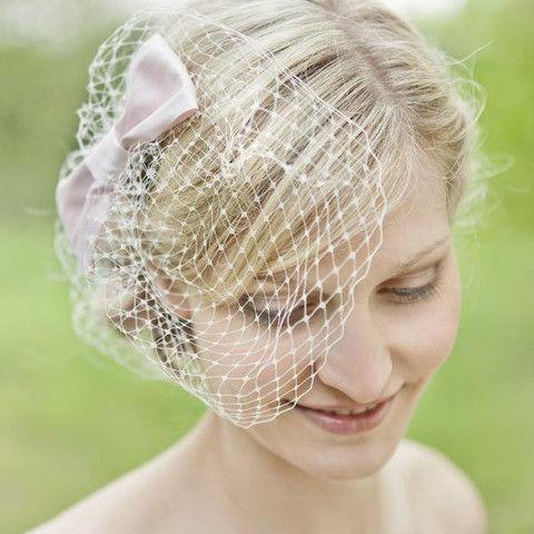 noni - Paula- Headpiece, Fascinator mit großer, rosa Schleife und Hutnetz