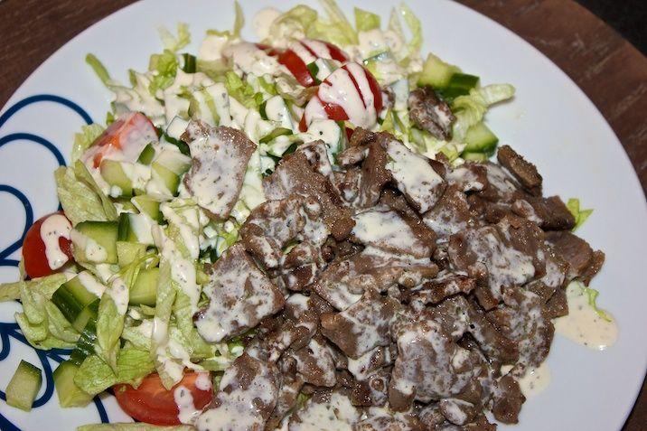 Kebab-salat med (himmelsk) creme fraiche-dressing