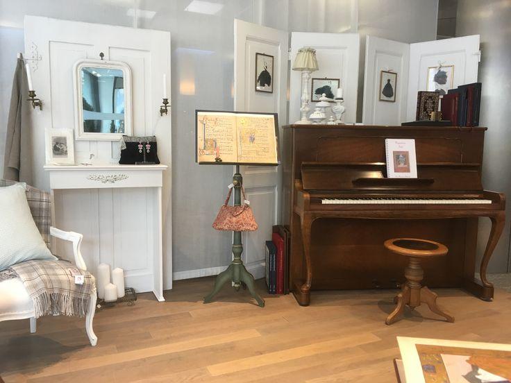 UNIKATUM Bei Der Luzerner Kantonalbank (Stinau0027s Musikzimmer Ist Eine  Zusammenarbeit Von Stinau0027s Lifestyles (Kleider