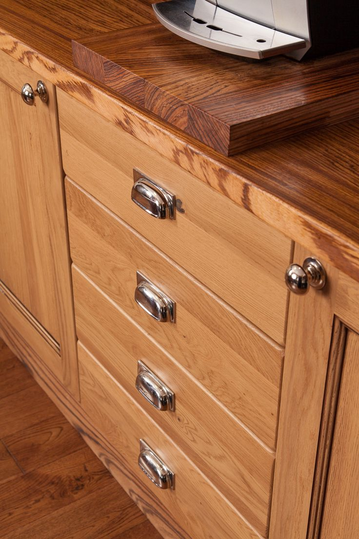 17 best images about lacquered oak cottage kitchen case for Kitchen cabinets with knobs