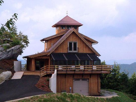 1000 ideas about luxury horse barns on pinterest dream for Luxury barn home plans