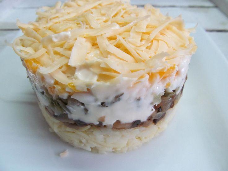 Шампиньон, лук, картофель, соленый огурец, сыр, яйцо, майонез, салат, холодные закуски.