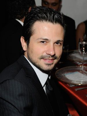 "Freddy Rodriguez (born January 17, 1975) is an American actor known for playing the characters Hector Federico ""Rico"" Diaz on HBO's Six Feet Under and El Wray in Robert Rodriguez's Planet Terror. In 2007 he was a recurring cast member on the series Ugly Betty as Giovanni ""Gio"" Rossi.  Rodriguez was born in Chicago, Illinois, to Puerto Rican parents."