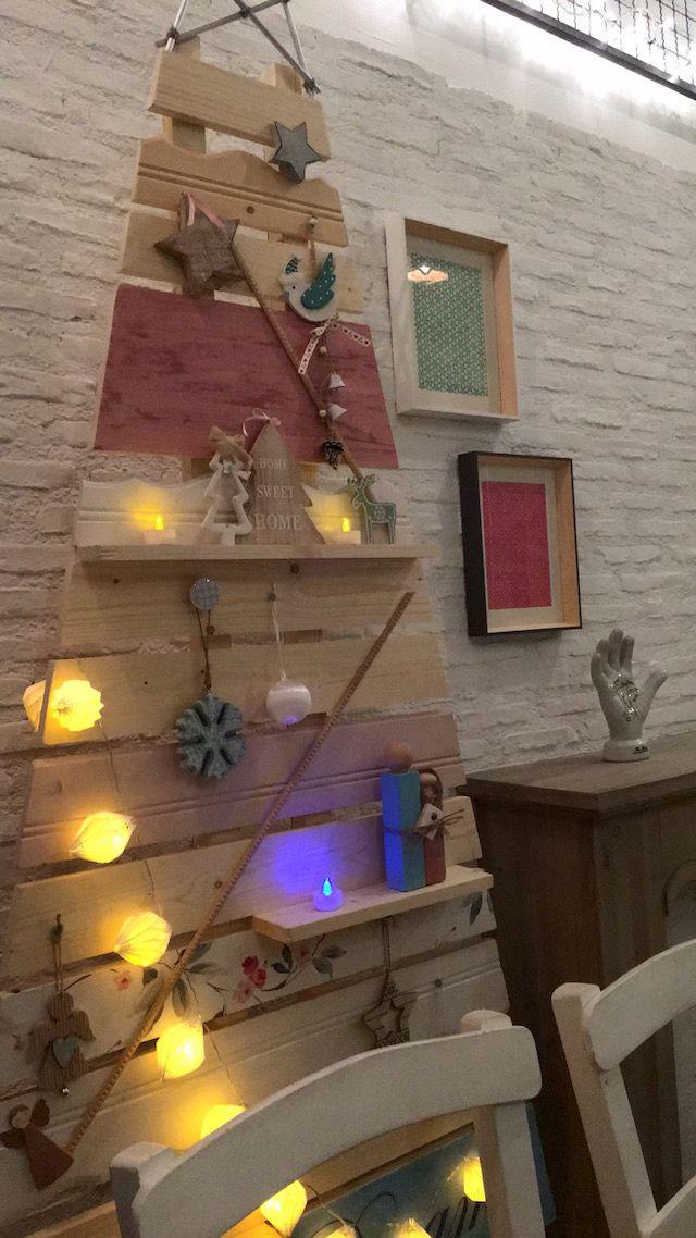 Η μέρα των μεγάλων Χριστουγεννιάτικων δώρων είναι σήμερα από το Rdeco και το Leroy Merlin. Κερδίζεις Χριστουγεννιάτικα δέντρα και στολίδια. Μπαίνεις Rdeco..