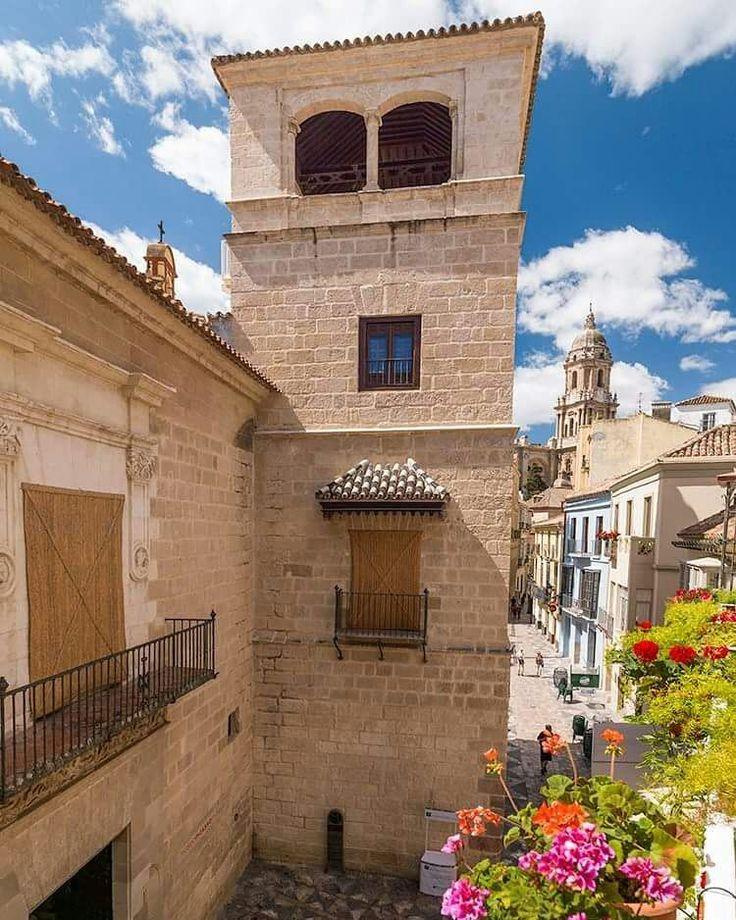 Fotografía de @kiraaruensis en Instagram > Málaga  Calle San Agustín, Museo Picasso.  #museopicasso #museopicassomalaga #historia #history  #catedral #costadelsol #bella #ciudad #alegre  #centrohistorico #amazing #niceplace #happy #beautiful #wonderful #malaga #relax
