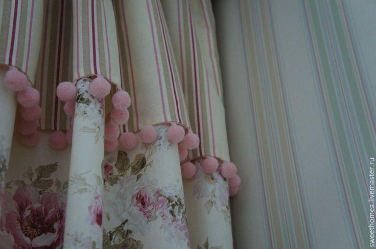 Купить или заказать Текстиль в детской в интернет-магазине на Ярмарке Мастеров. Шторы в спальню для девочки. Ткань подобрали достаточно быстро в тон обоям -с одной стороны цветочный принт, с другой - полоска. А вот вариантов пошива было несколько - рассматривали даже вариант разных портьер, но в итоге выбрали за основу флористический рисунок, а полосатая игривая юбочка сверху объединила стены и окно. А вишенкой на торте стали нежно-розовые бубенчики - бахрома, будто…