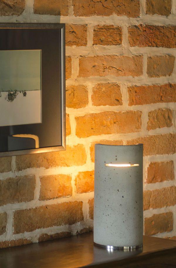 Moderne Tischlampe Omo aus Beton Natural.
