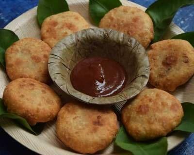 मुंग चीज कचौड़ी - Moong Cheese Kachori (Recipe In Hindi)