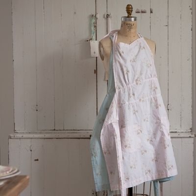 so prettyFloral Overdyed, Grandma Aprons, Shabby Chic Style, Style Inspiration, Rachel Ashwell, Chic Couture, Overdyed Aprons, Kitchens Cabinets, Ashwell Shabby