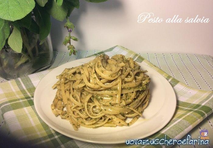 Il pesto alla salvia ha un gusto veramente particolare ed è ottimo per condire gli spaghetti o altro tipo di pasta lunga.