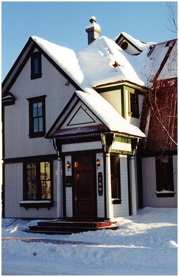 Bombay Peggy's - Victorian Inn - Pub - Dawson City, Yukon
