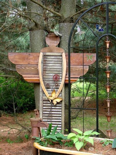 Jeanne's shutter angel | http://www.fleamarketgardening.org/2015/07/17/jeannes-shutter-angel/