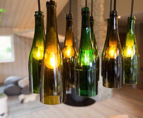 MILJØVENNLIG OG HJEMMELAGA: Disse flaskelampene er nyttige i forhold til både lommebok og miljø. Foto: TV 2