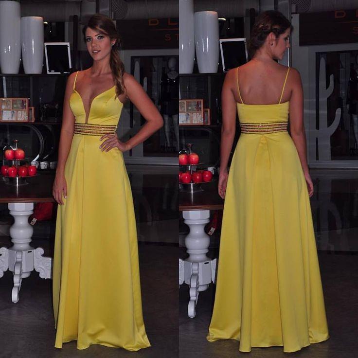 Oi meninas! O post de hoje é com meu top 10 vestidos de festa para madrinhas, formandas e convidadas de casamentos com vestidos das loja Lív...