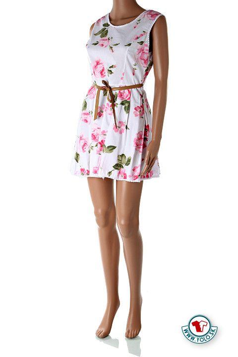 Krátke biele letné šaty s opaskom Floriale  Krátke biele šaty s potlačou ružových kvetín. Šaty majú na boku zips pre ľahšie obliekanie, hnedý koženkový opasok a vzadu na páse majú štrnásť centimetrový gumičkový pás pre nazberkaný efekt na chrbte, ako aj pružnosť v tejto oblasti.  http://www.yolo.sk/saty/kratke-biele-letne-saty-s-opaskom-floriale