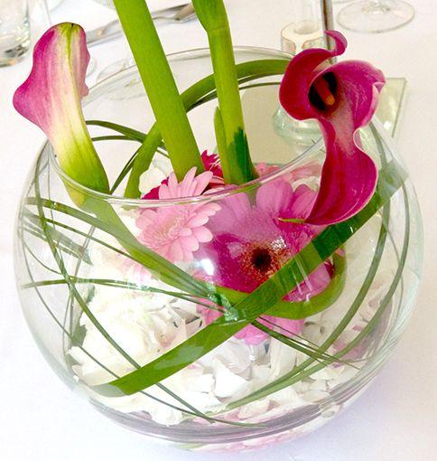 kugelvase mit gr sern und geschwungene calla hortensie und gerbera in pink t nen deko. Black Bedroom Furniture Sets. Home Design Ideas