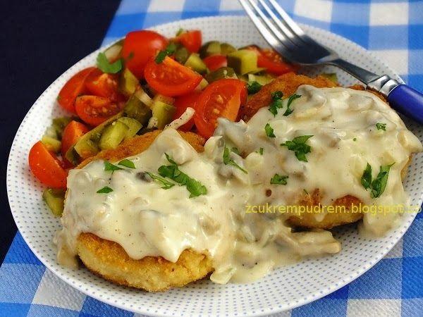 Kotlety z mięsa i ziemniaków z sosem pieczarkowym, czyli obiad za 10 zł