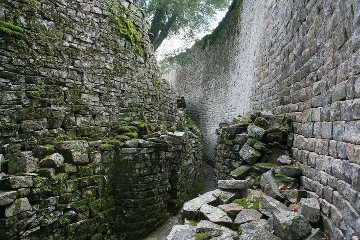Great Zimbabwe - ruinene du aldri vil glemme. Great Zimbabwe er på UNESCOs verdensarvliste, og kan oppleves ved å ta turen til Masvingo i Zimbabwe.