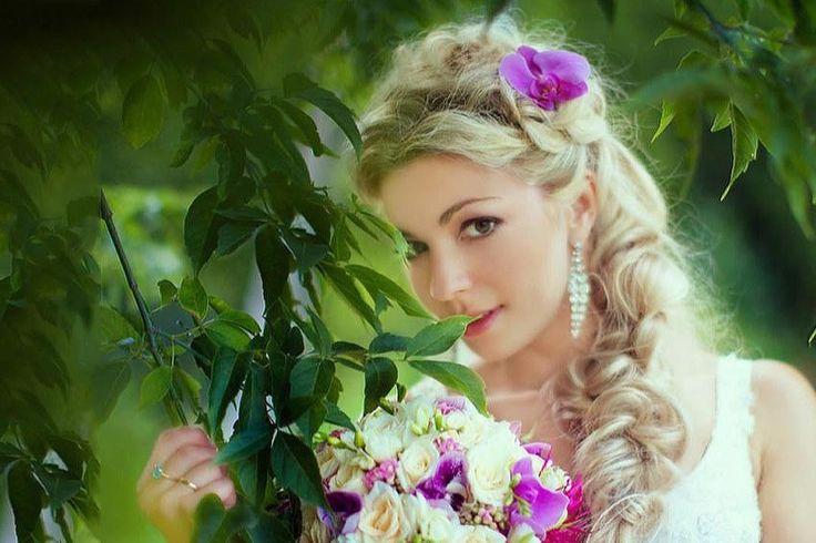 Свадебные прически с орхидеями. Идеи для свадьбы с живыми цветами.