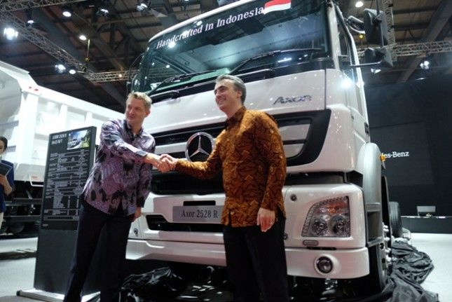 Pt Daimler Commercial Vehicles Indonesia Authorized Dealer Of Mercedes Benz Commercial Vehicle Sales Launched Axo Mercedes Benz Mercedes Benz Commercial Benz