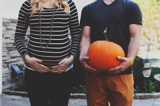 Halloween pumpkin maternity picture :) >> the payne's