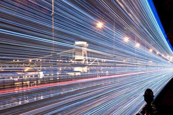 Budapest illumine ses tramways au moment de Noël, une vraie merveille