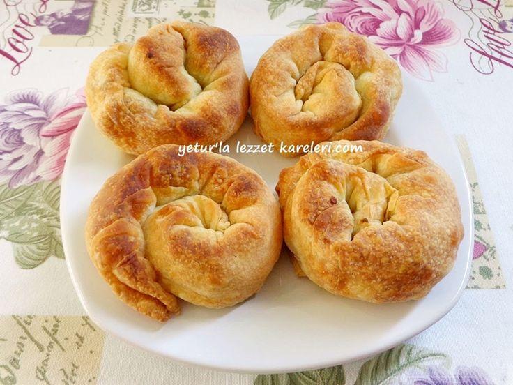 İzmir ve çevre ilçelerimizde yapılan nefis bir börek tarifim var bu gün sayfamda.böreğimiz zeytinyağı ile hazırlanıyor . değişik otlar ...