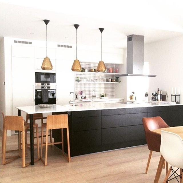   K J Ø K K E N   Vi liker det flotte HTH Kjøkkenet til @15rum ⭐️⭐️