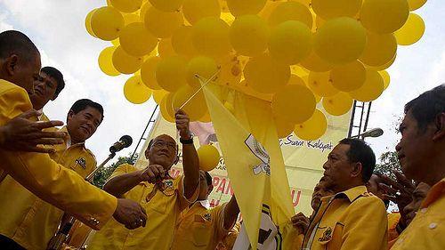JAKARTA, 26/1 - PEMBUKAAN RAKORNIS PEMENANGAN PEMILU JAWA I PARTAI GOLKAR. Ketua Umum Partai Golkar Aburizal Bakrie saat pembukaan Rapat Koordinasi Teknis (Rakornis) Pemenangan Pemilu DPP Partai Golkar Wilayah Jawa I (Jabar, Banten, DKI Jakarta) di K Board Pemilu 2014 - From http://pasutri.us/foredi-gel.html