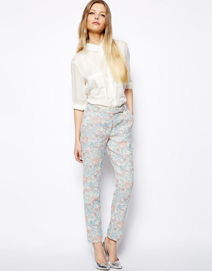 Pin for Later: La mode est aux couleurs pastel, encore et toujours ! Pantalon à fleurs ASOS Asos Pantalon jacquard à fleurs pastel (56,18 €)