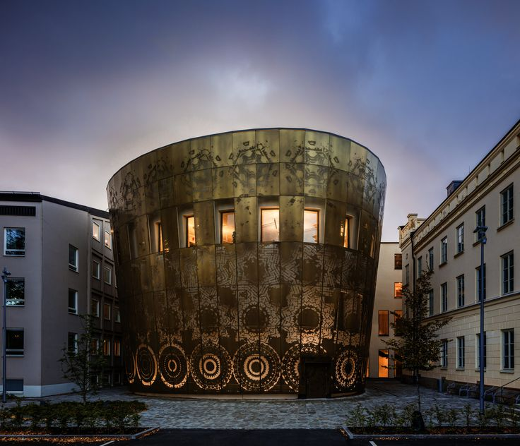 Vinnare av Plåtpriset 2018. Ett hederspris som delas ut av PLÅT-seminariet i syfte att uppmuntra och hylla innovation och hållbart byggande. Akademiska Hus har låtit bygga Humanistiska Teatern vid Uppsala universitet.