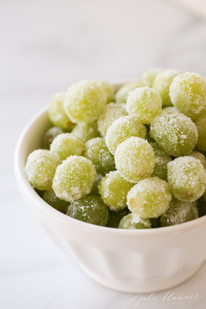 easy sugar champagne grapes recipe perfect for showers, NYE or poolside snack!