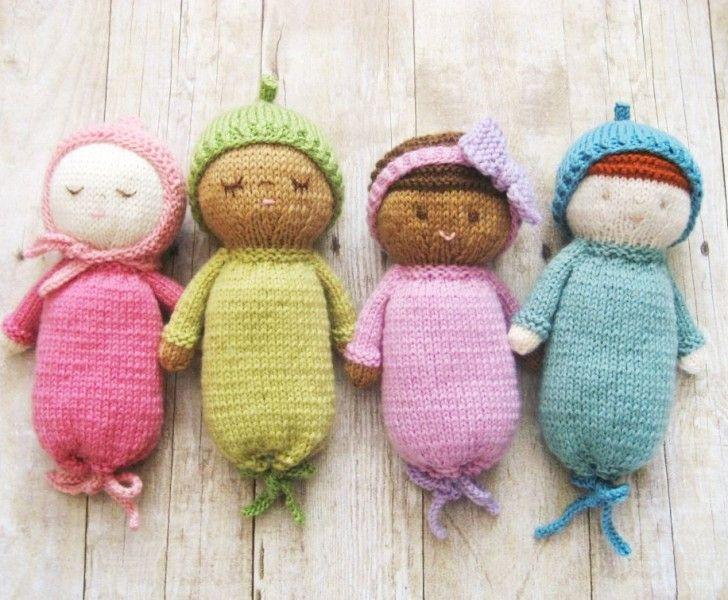 sticka-leksak-leksaker-gosse-gossedjur-stickar-stickning-mönster-beskrivning-baby-spädbarn-handarbete-hantverk