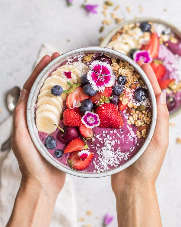 Learn to make your own acai bowl at home! These blueberry acai bowls only need 6 ingredients and make a healthy delicious breakfast!