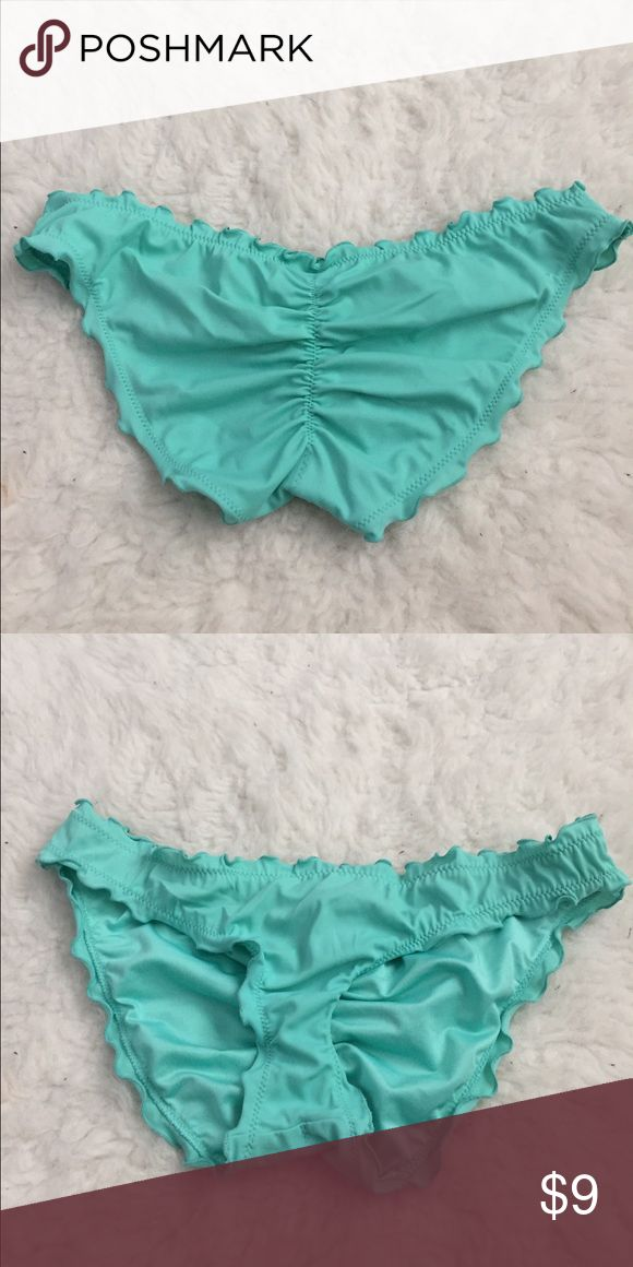 •victoria's secret swim bottoms• perfect condition victoria's secret swim bottoms. ruched back, moderate coverage. Victoria's Secret Swim Bikinis