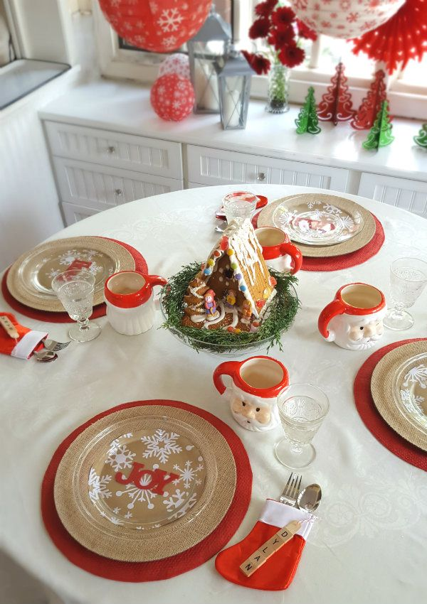 a fun christmas table for the kids