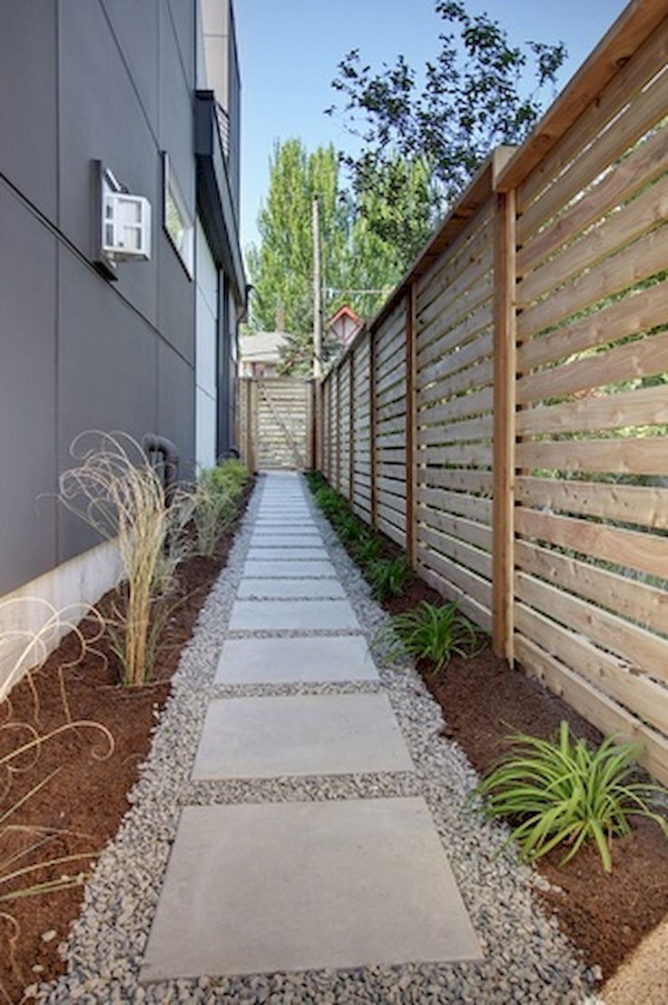 Cool 90+ Stunning Inspiration Modern Walkways Pavers for Front Yard Ideas https://decorapatio.com/2017/06/11/90-stunning-inspiration-modern-walkways-pavers-front-yard-ideas/