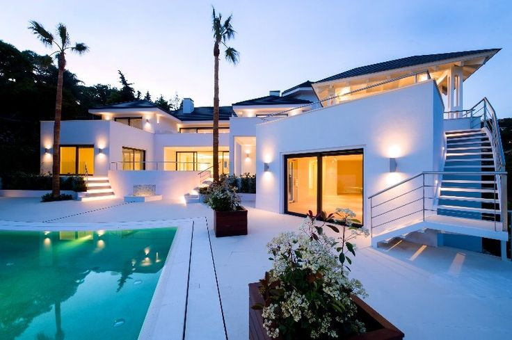 South facing a brand new villa (finished in the summer 2014) with sea and estate views, located in Europe´s most exclusive address, Club de Campo La Zagaleta, Spain for sale. For details, please feel free to contact me at mm@spanielsko-reality.eu