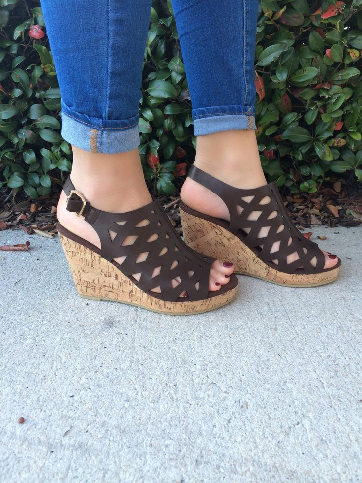 Beautiful brown cork wedge with gold buckle that is great year around!