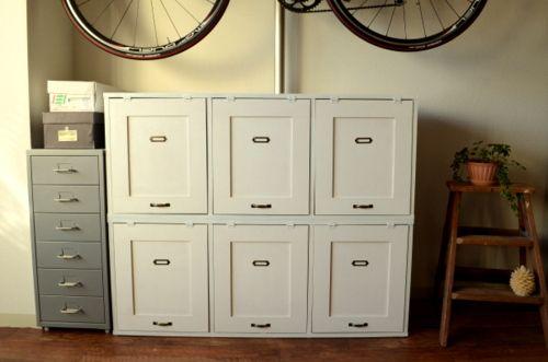 先日、こちらの本棚をリメイク中と書きましたが、  リメイクが完成しました~♪   扉を付けてこんな感じに出来上がりました^^  だいぶスッキ...