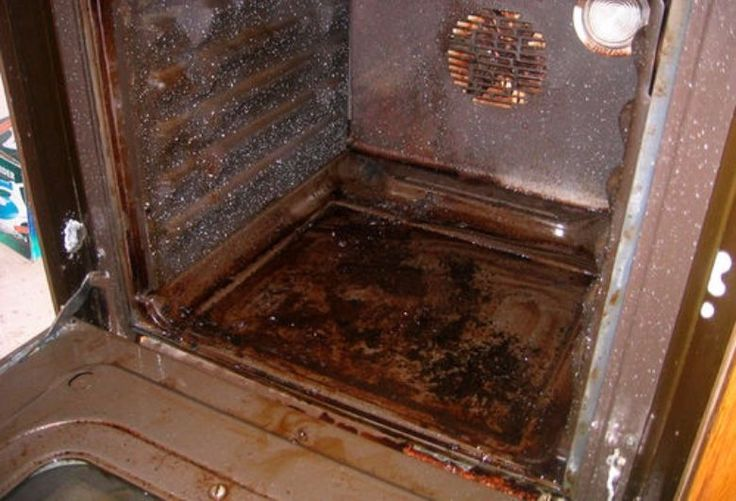 Last van aangekoekt vet in je oven? Met dit trucje ben je er zo vanaf!