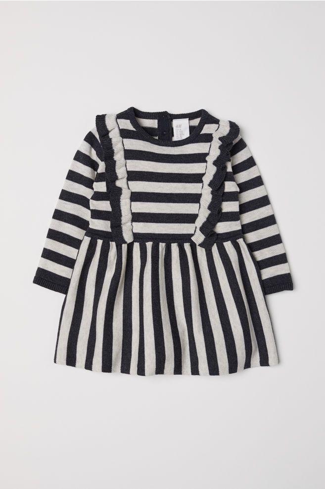 84d3461f8159d1 Fijngebreide jurk met volants - Donkergrijs gestreept - KINDEREN
