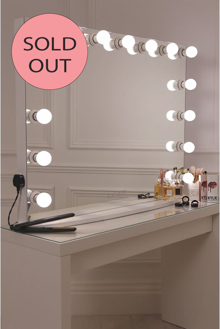 15 frosted bulb Hollywood Mirror withcrisp white finish