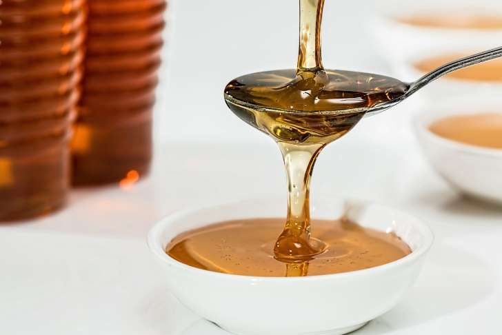 Suiker en honing voor droge lippen